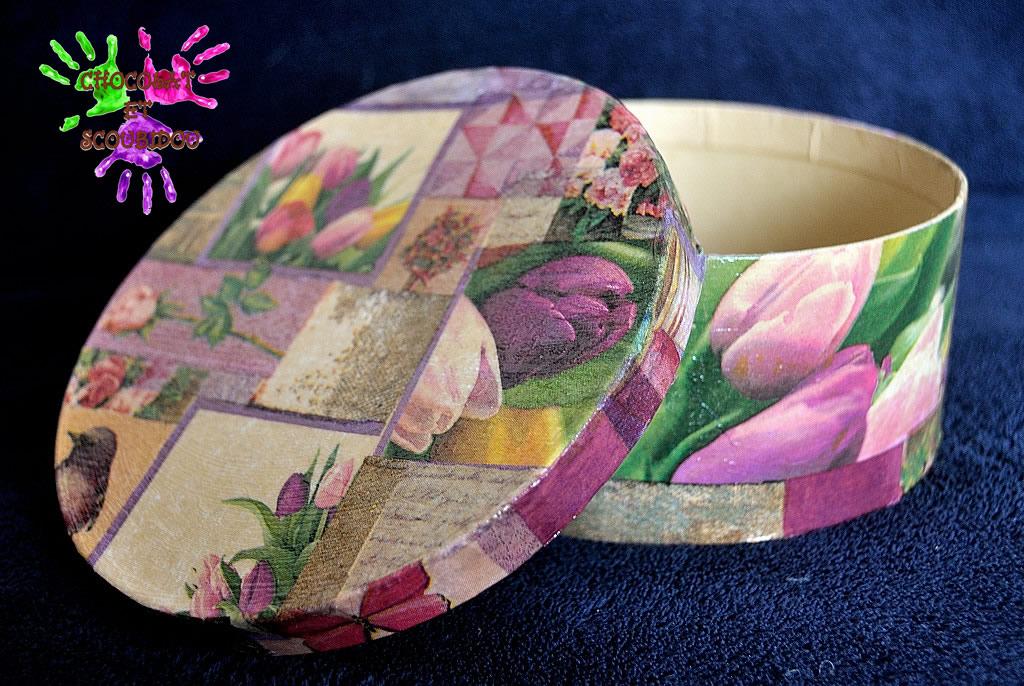 Boîte ronde décorée au Mod Podge (vernis incolore) et son couvercle