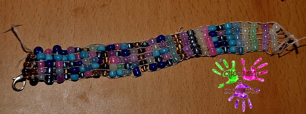 Bracelet Tisse De Perles Chocolat Et Scoubidou