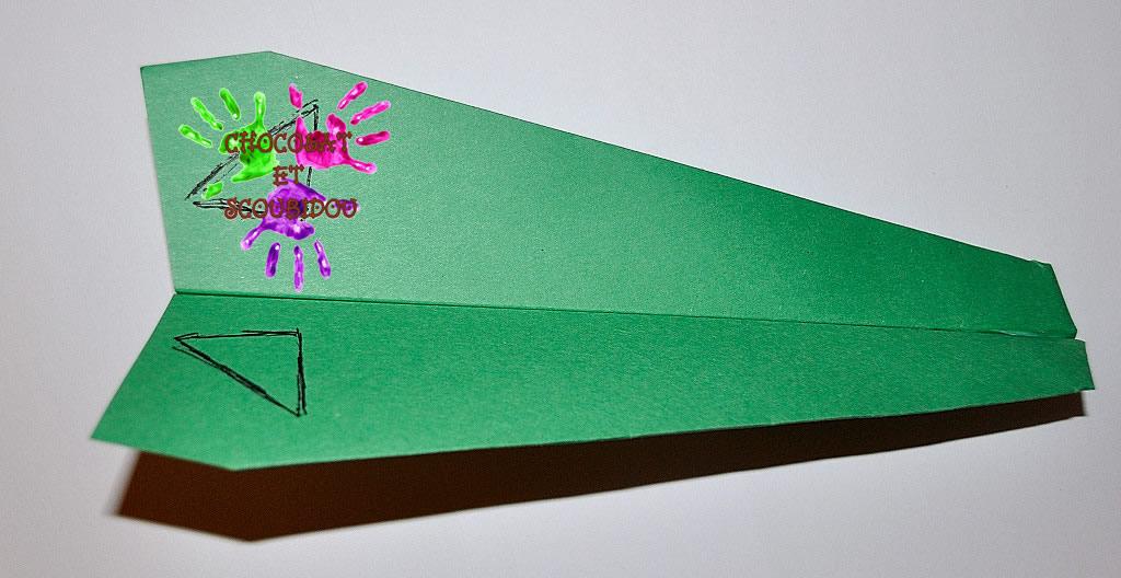 Avion en papier - planeur vert