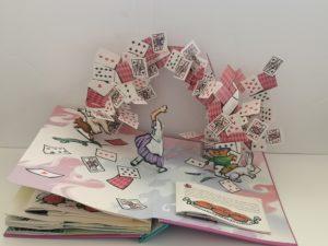 Grands livres classiques pop-up - Alice au pays des Merveilles - extrait 2