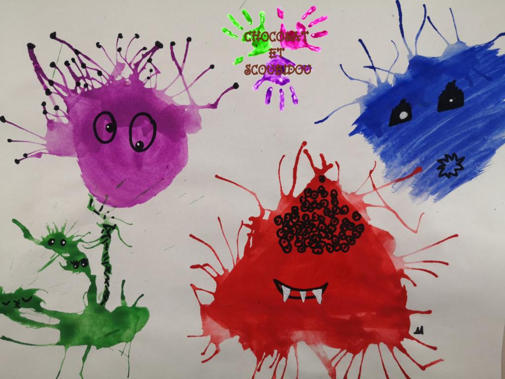 Peinture à la paille - monstres bleu rouge mauve et vert